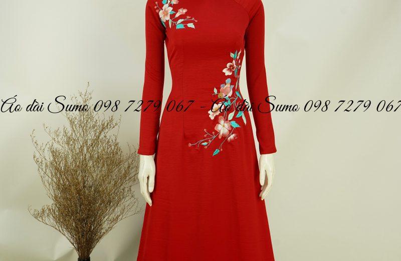 Áo dài đỏ thêu hoa đối kèm quần